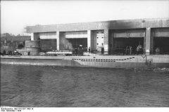 Bundesarchiv_Bild_101I-027-1495-18_Frankreich_U-Boot-Bunker.jpg